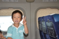 Adorable kid on the Shinkansen from Tokyo to Kyoto