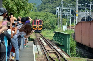 Romantic train ride (Sagano scenic railway)